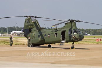 154803 - USA - Marine Corps Boeing CH-46E Sea Knight