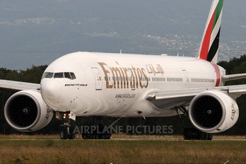 A6-EWF - Emirates Airlines Boeing 777-200LR