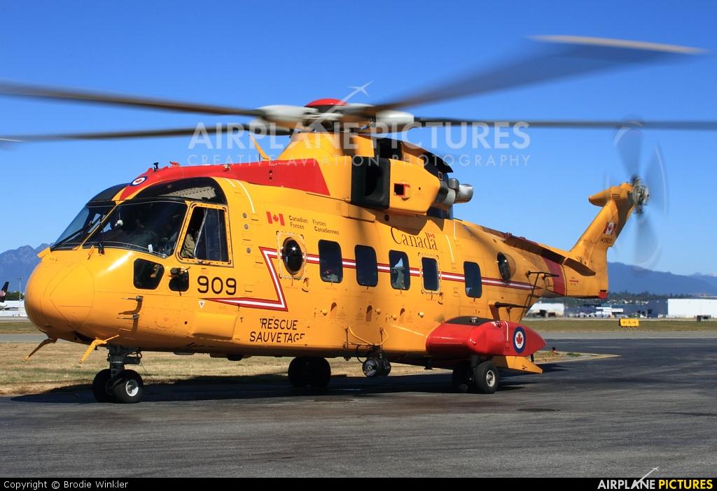 Canada - Air Force 149909 aircraft at Vancouver Intl, BC