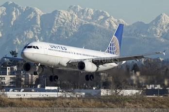 N484UA - United Airlines Airbus A320