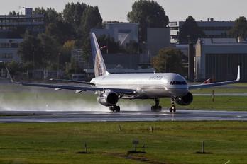 N29124 - United Airlines Boeing 757-200