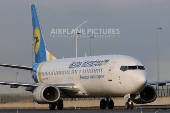 UR-GAX - Ukraine International Airlines Boeing 737-400