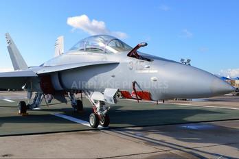 164672 - USA - Marine Corps McDonnell Douglas F-18D Hornet