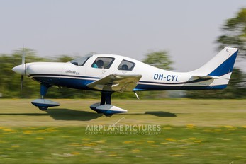 OM-CYL - Private Lancair ES