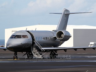 G-REYS - Private Canadair CL-600 Challenger 604
