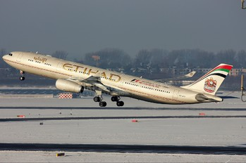 A6-AFF - Etihad Airways Airbus A330-300
