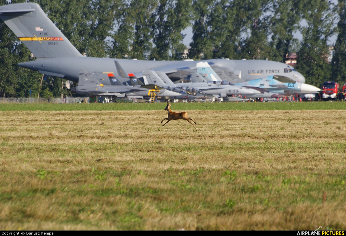- Airport Overview - aircraft at Radom - Sadków
