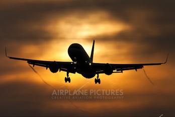 N17105 - United Airlines Boeing 757-200