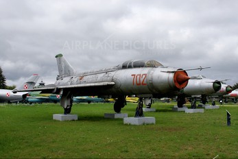 702 - Poland - Air Force Sukhoi Su-7U