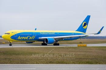 UR-AAI - Aerosvit - Ukrainian Airlines Boeing 767-300