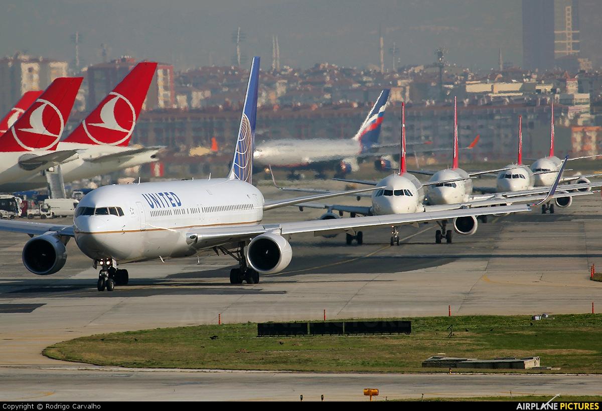 United Airlines N669UA aircraft at Istanbul - Ataturk