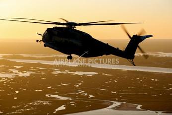 - - USA - Marine Corps Sikorsky CH-53E Super Stallion