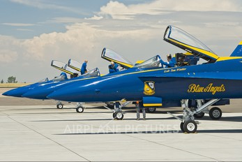 161942 - USA - Navy : Blue Angels McDonnell Douglas F/A-18A Hornet