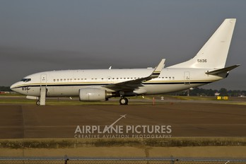 165836 - USA - Navy Boeing C-40A Clipper