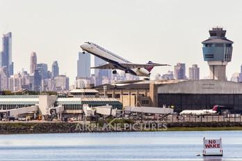 N943DL - Delta Air Lines McDonnell Douglas MD-88