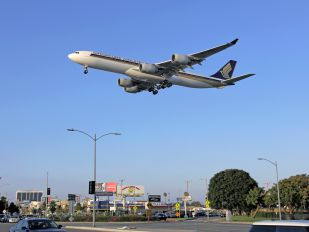9V-SGD - Singapore Airlines Airbus A340-500