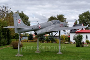 1233 - Poland - Air Force PZL TS-11 Iskra