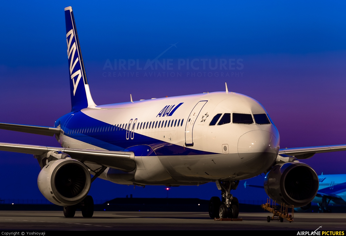 ANA - All Nippon Airways JA8609 aircraft at Tokyo - Haneda Intl
