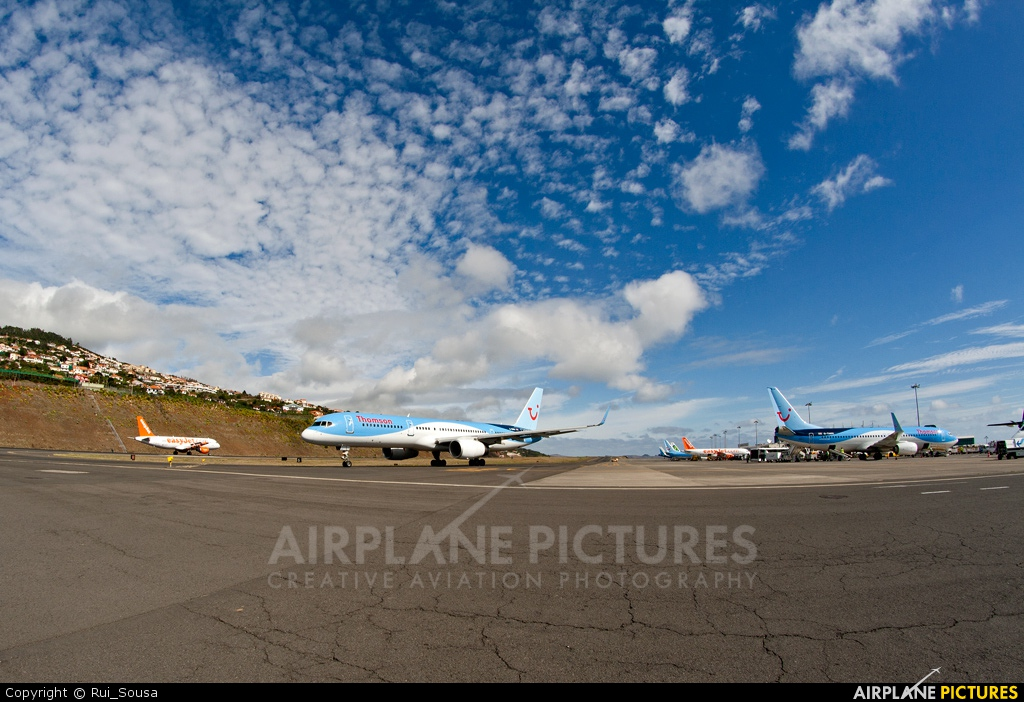 Thomson/Thomsonfly G-OOBH aircraft at Madeira