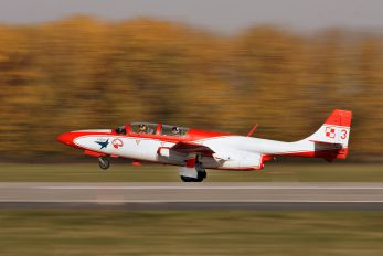 3H2009 - Poland - Air Force: White & Red Iskras PZL TS-11 Iskra
