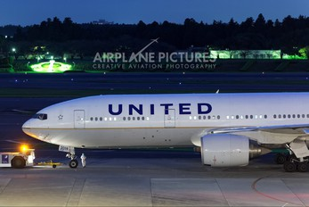 N210UA - United Airlines Boeing 777-200
