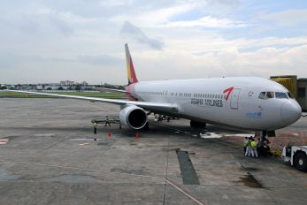 HL7528 - Asiana Airlines Boeing 767-300