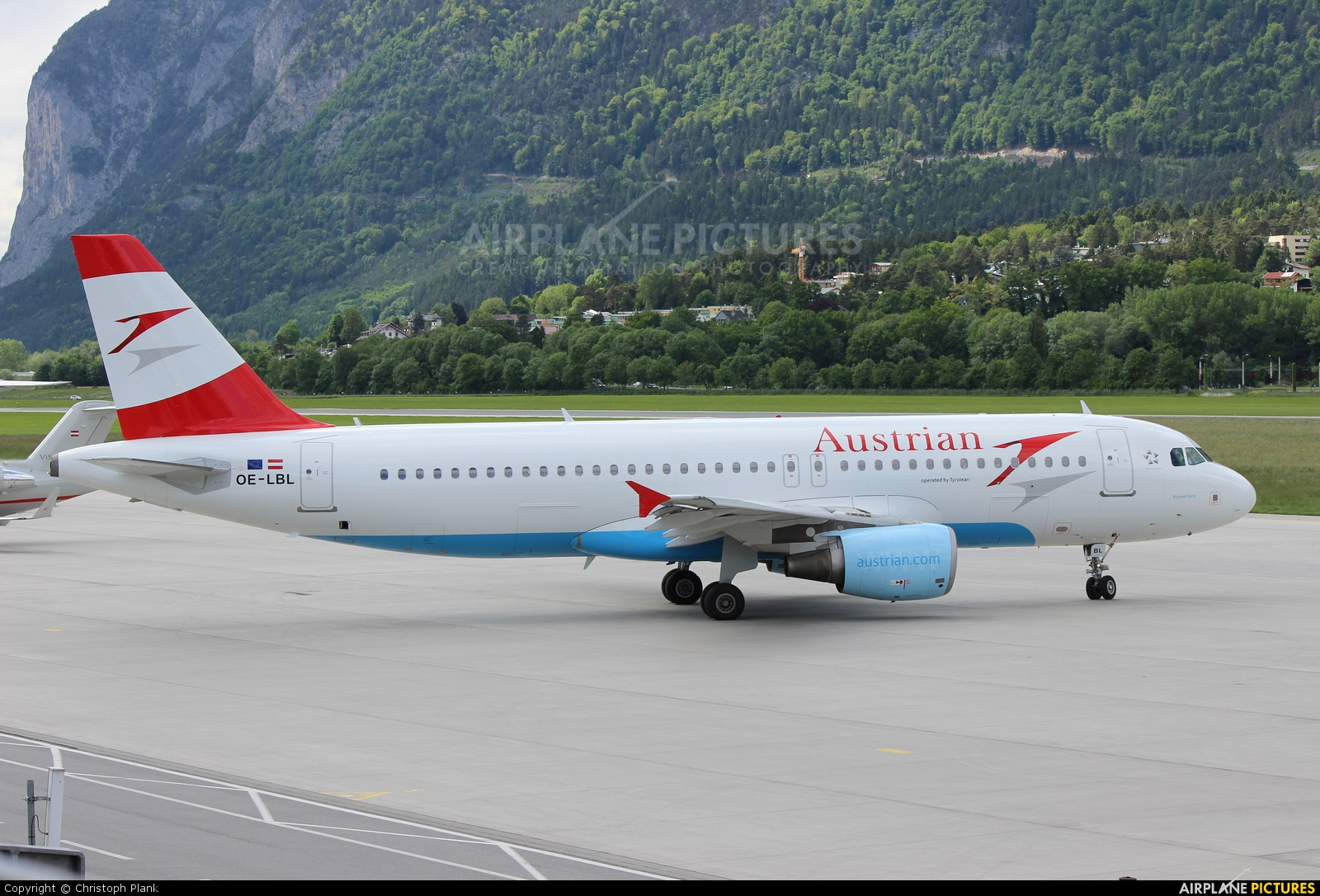 Austrian Airlines/Arrows/Tyrolean OE-LBL aircraft at Innsbruck