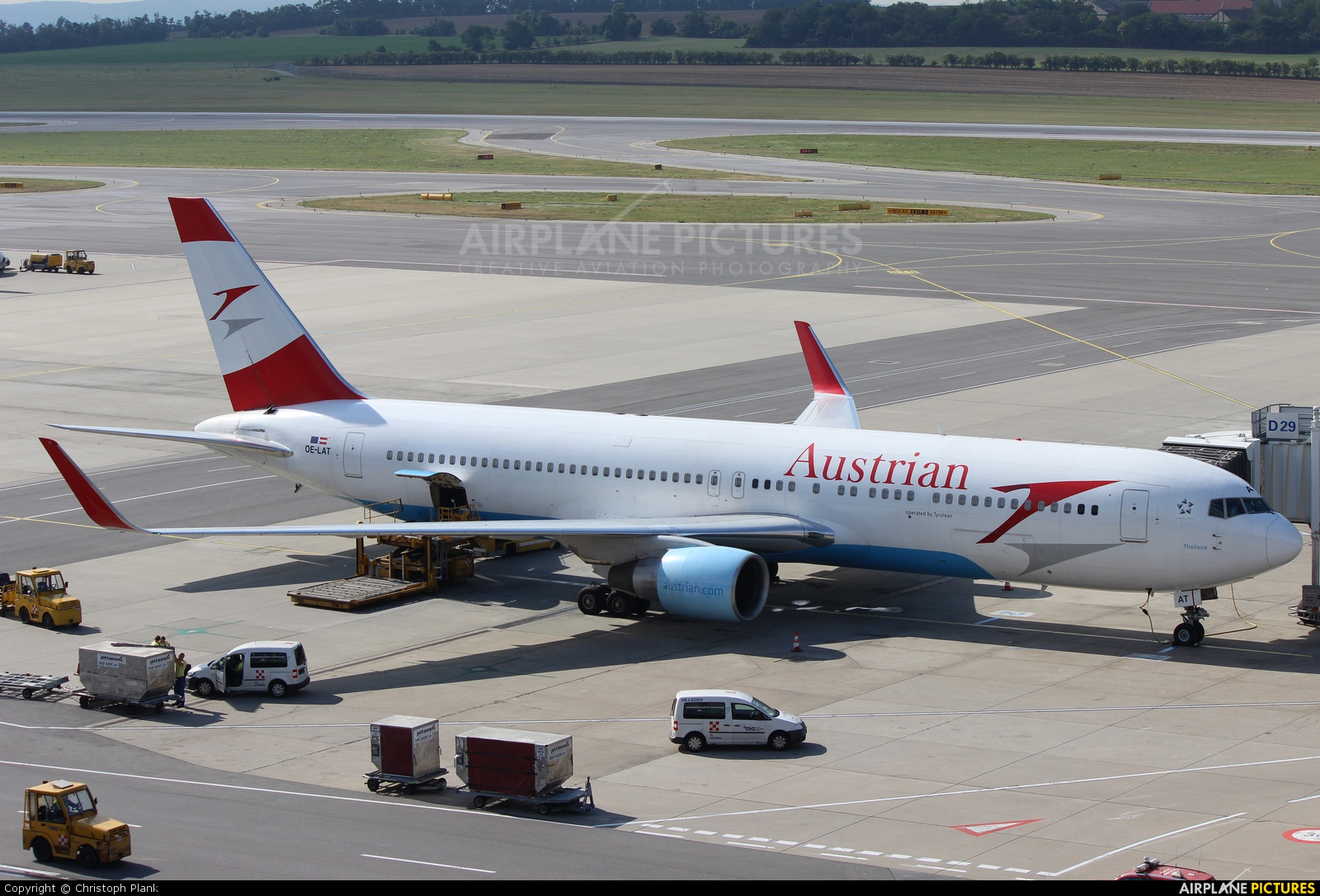 Austrian Airlines/Arrows/Tyrolean OE-LAT aircraft at Vienna - Schwechat