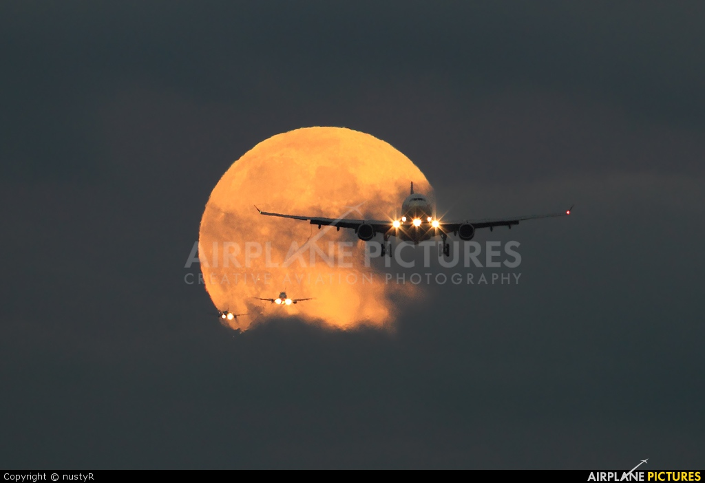 Virgin Atlantic G-VLUV aircraft at London - Heathrow
