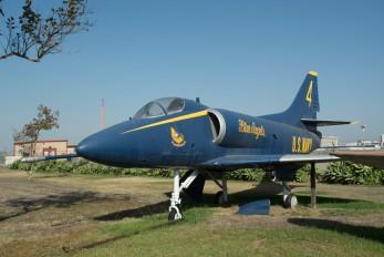 144930 - USA - Navy McDonnell Douglas A-4 Skyhawk