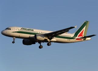 EI-IKB - Alitalia Airbus A320