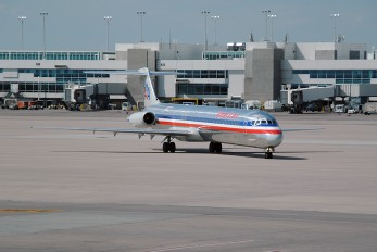 N571AA - American Airlines McDonnell Douglas MD-83