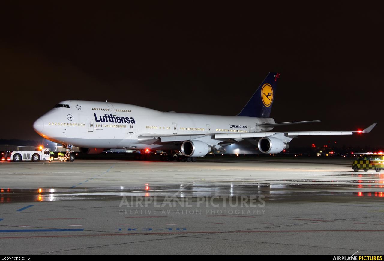 Lufthansa D-ABVF aircraft at Berlin - Tegel