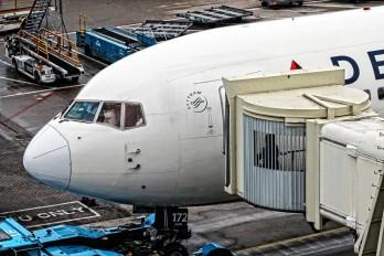 N172DN - Delta Air Lines Boeing 767-300