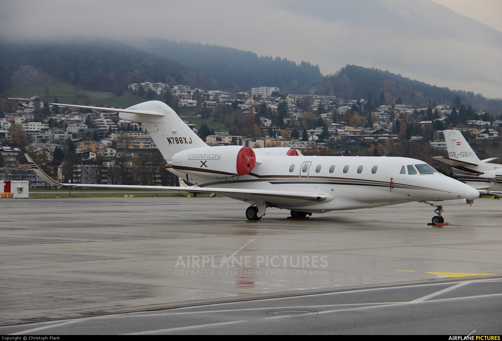 Private N786XJ aircraft at Innsbruck