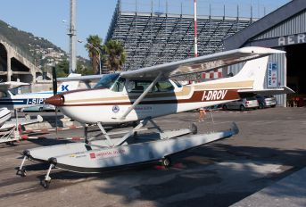 I-DROV - Private Cessna 172 Skyhawk (all models except RG)