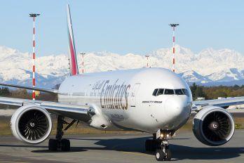 A6-ECS - Emirates Airlines Boeing 777-300ER