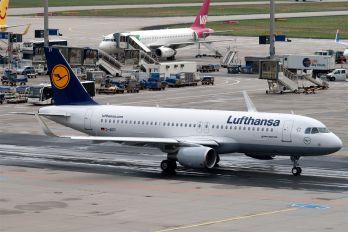 D-AIZY - Lufthansa Airbus A320
