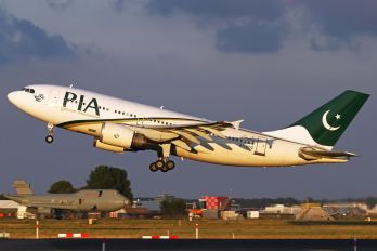 AP-BDZ - PIA - Pakistan International Airlines Airbus A310
