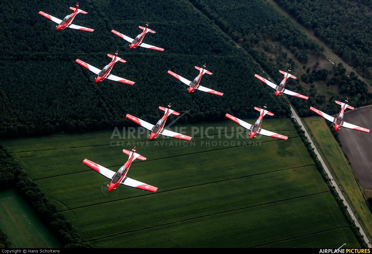 Switzerland - Air Force: PC-7 Team A-922 aircraft at In Flight - Belgium