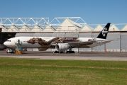 Hobbit Dragon stretches wings on Air New Zealand 777 title=