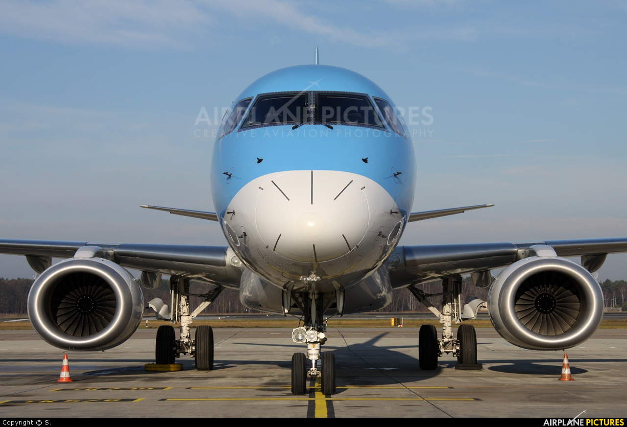 Oo jem jetairfly tui airlines belgium embraer erj 190 for Avion jetairfly interieur