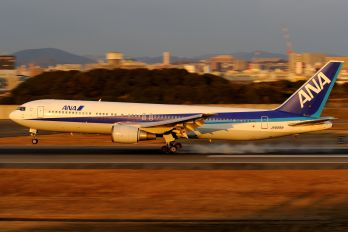 JA8289 - ANA - All Nippon Airways Boeing 767-300