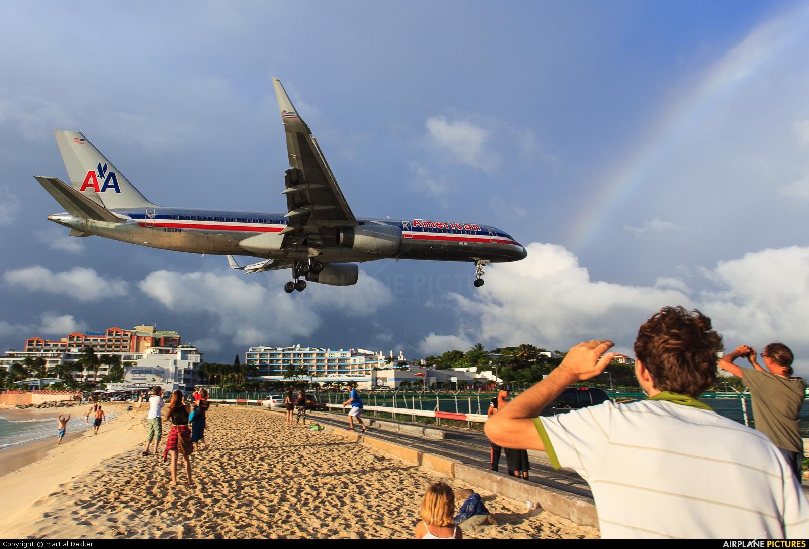 American Airlines N185AN aircraft at Sint Maarten - Princess Juliana Intl