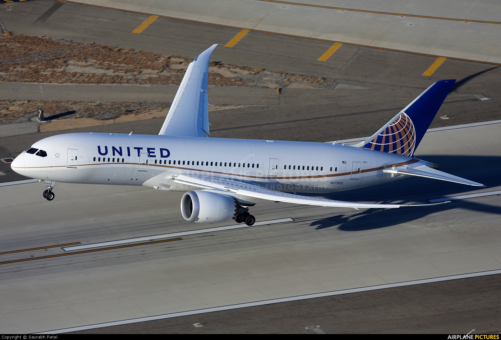 N27903 - United Airlines Boeing - 560.3KB