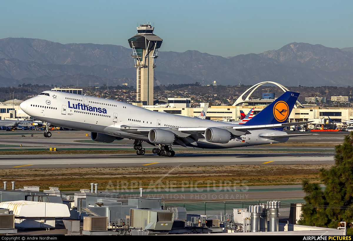 Lufthansa D-ABYJ aircraft at Los Angeles Intl