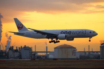 JA708J - JAL - Japan Airlines Boeing 777-200