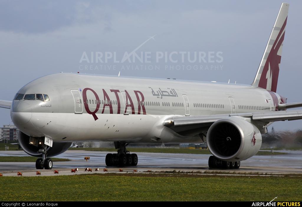 Qatar Airways A7-BAE aircraft at Lisbon