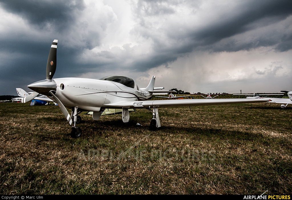 Private N14CL aircraft at Tannheim