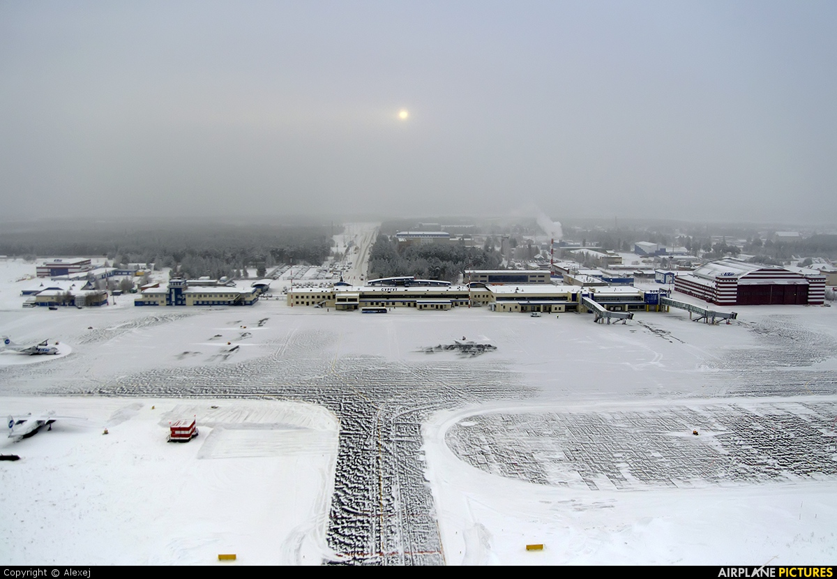 - Airport Overview - aircraft at Surgut